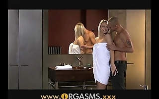 Orgasms XXX flaxen-haired has coition connected with relieve oneself