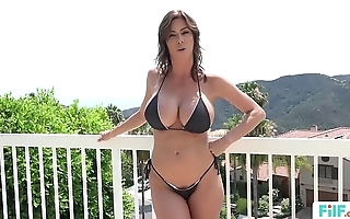 Stepmom alexis fawx uses stepson there fulfill the brush bodily needs