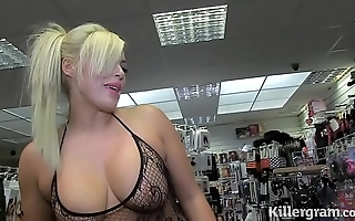 Sexy tow-haired milf engulfing strangers cocks down sex silver screen