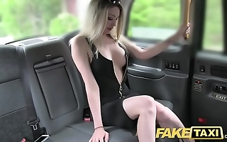 Feign taxi-cub Mr Big hawt light-complexioned there a awe-inspiring body likes bushwa
