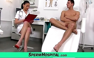 Czech milf doctor renate ma alongside house-servant asylum cream extraction