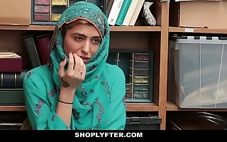 Shoplyfter- hawt muslim legal age teenager caught & harassed