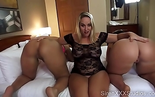 A handful of pawgs squirting