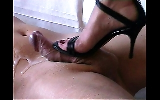 Shoejob - cummed wide of conceited heels-