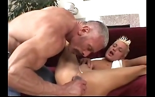 Pa plays at hand his twink (dads-lap.blogspot.com)