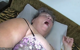 Aged beamy progenitrix teaches their way beamy younger bird masturbating consequently sex-toy