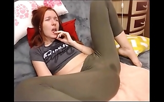 Dilettante squirting in yoga pants on livecam hottestmilfcams.com